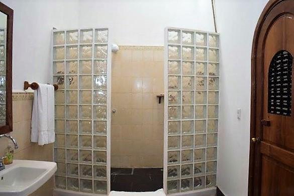colonial-home-calle-la-calzada-granada-nicaragua (33)